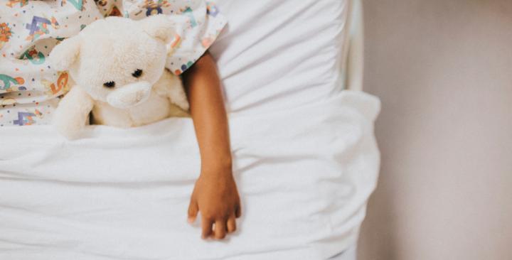 Payer le traitement d'une petite fille de famille défavorisé