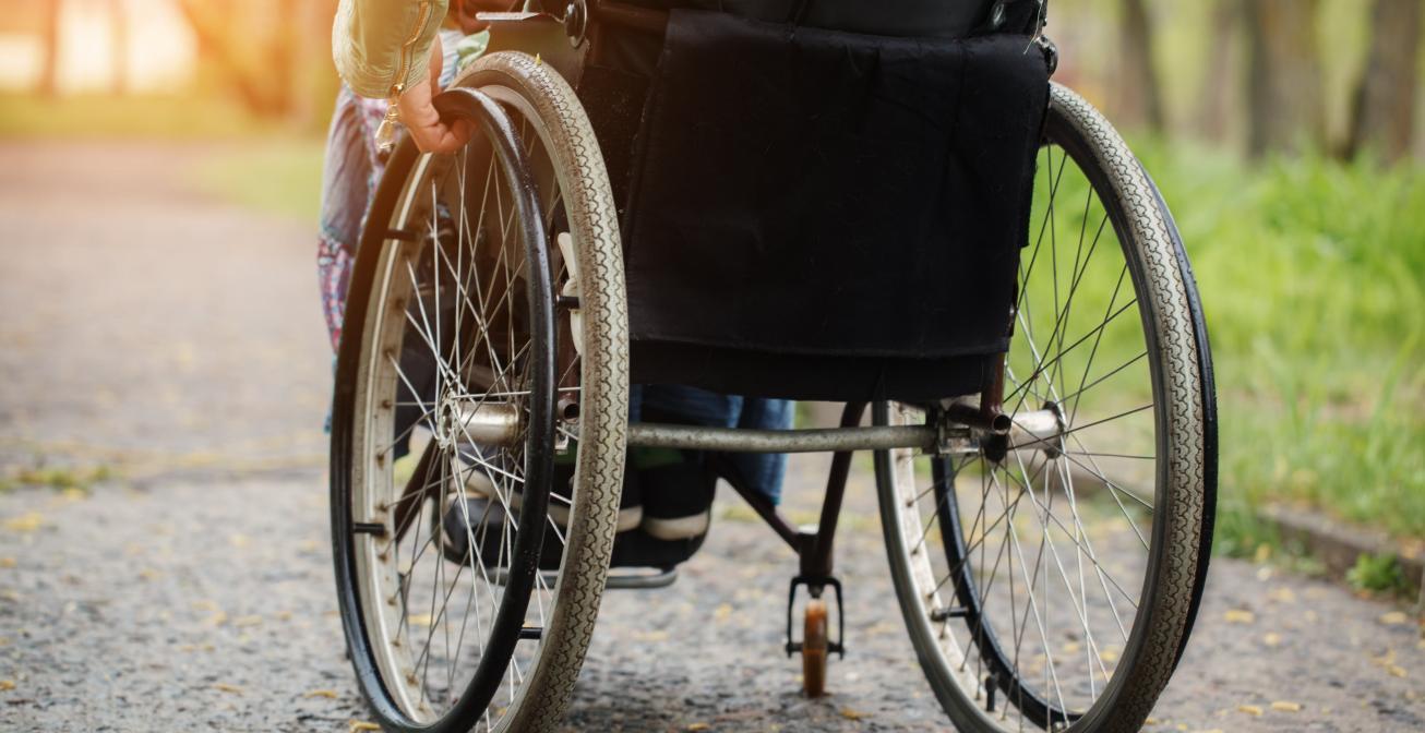 Femme veuve et handicapée